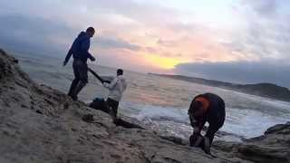 DEV DALGALAR BALIKÇILARI YUTTU ! (Balık Avı - Tehlikeli Dalgalar)