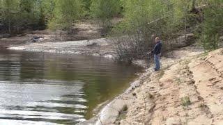За ОКУНЕМ на поплавочную УДОЧКУ ЧТО мы СДЕЛАЛИ с пойманной РЫБОЙ