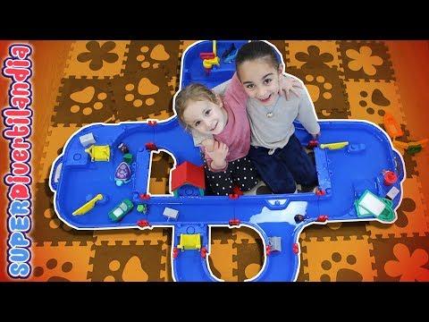 Tiburones de juguete en Juego de agua circuito Aquaplay!