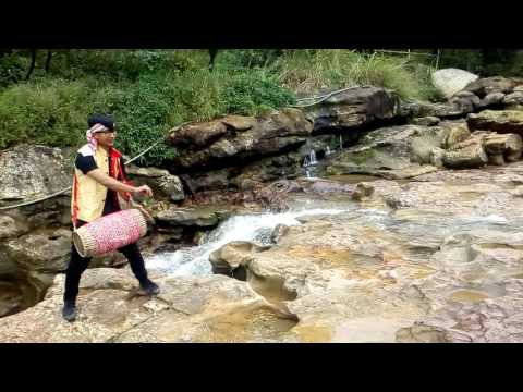 Amazing assamese dhol solo played by bhaskar..Pattern called (kochari /digholia seo) watch once..