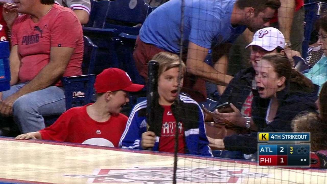 Young Fan Gets Bat Cant Believe His Luck Youtube Ichiro Red