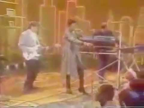 Soul Train 87' Performance - The System - Don't Disturb This Groove!