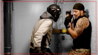 Selbstverteidigung in extrem enger Umgebung   Close quarters self defense