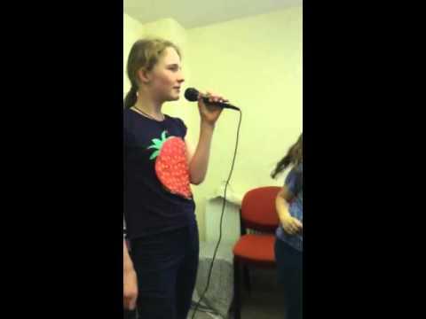 Cantando glee end of term karaoke