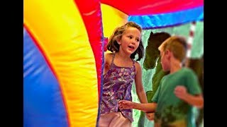 Learn English Colors! Giant Bounce House with Sign Post Kids!