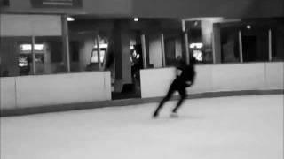 Leonie Smith Ice Skating handstand