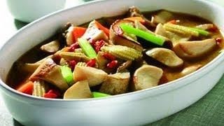 材料:杏鮑菇、玉米筍、芹菜、胡蘿蔔、麻油、枸杞、薑片做法: 1.中火熱...