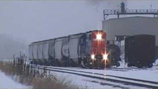 Grand Trunk Locomotive Switches Train Cars at Ethanol Plant