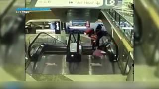 Detik-detik Bayi Jatuh dari Eskalator karena orang tua kaget