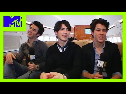 Jonas Brothers Tease Each Other About Their Eyebrows | MTV