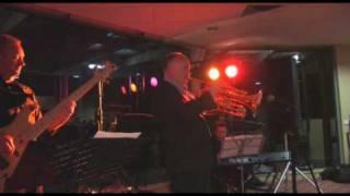 Jazz Musician James Morrison plays Autumn Leaves live