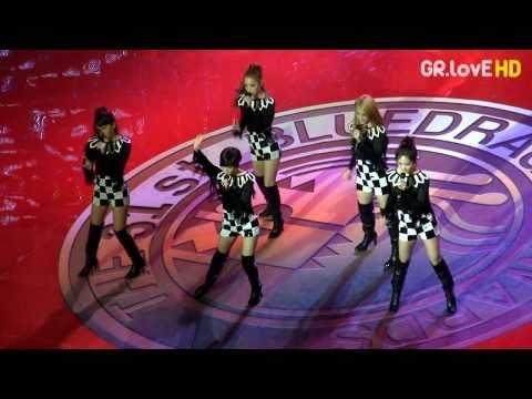 101126 31th Blue Dragon Awards KARA - Jumping