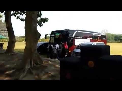 Lucky Fans Meet B.A.P In Prambanan Temple
