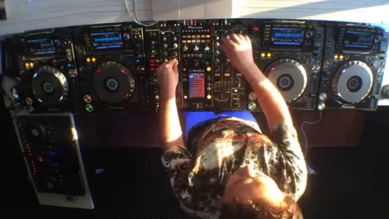 Deep house 2015 live performance dj tuncer yapa c pioneer for Deep house 2000