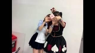 指原莉乃と田島芽瑠が Tik Tokというアプリを使った動画を 撮影中。 さ...