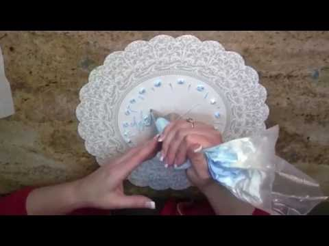 How to Write on a Cake for Left Handers- Cake Decorating