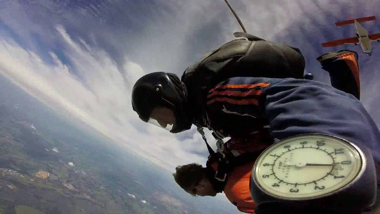 Salto de Paraquedas do Ricardo S na Queda Livre Paraquedismo 28 01 2017