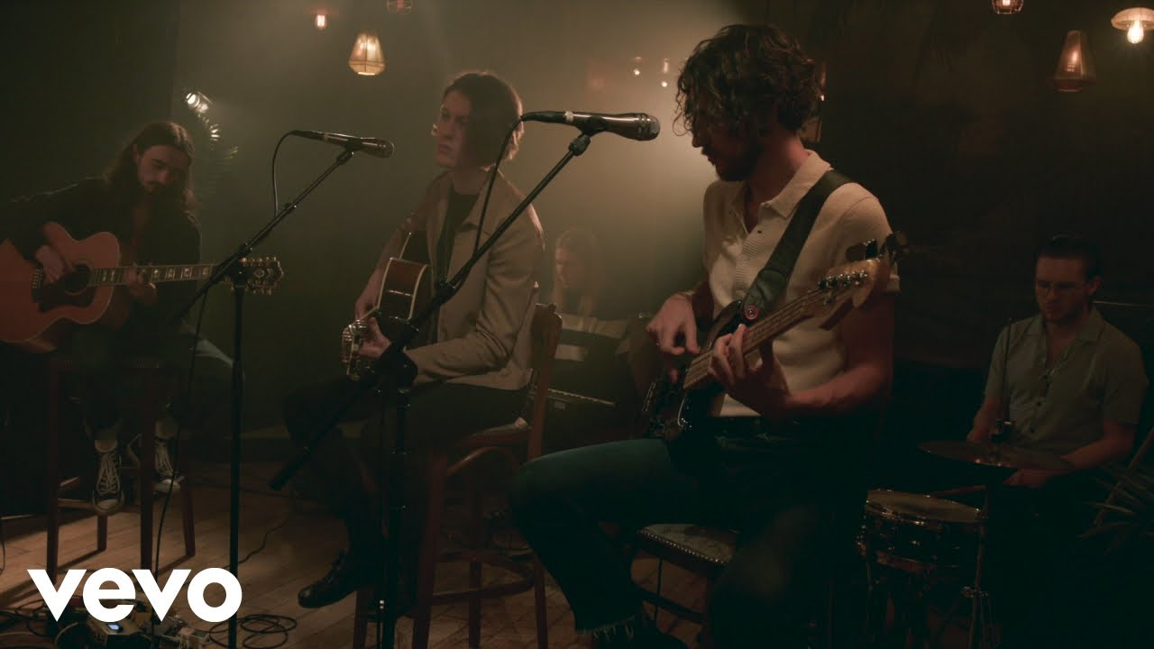 blossoms-there-s-a-reason-why-i-never-returned-your-calls-live-acoustic-blossomsvevo