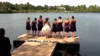 Прикол на свадьбе Падение всей свадьбы с моста в реку!!