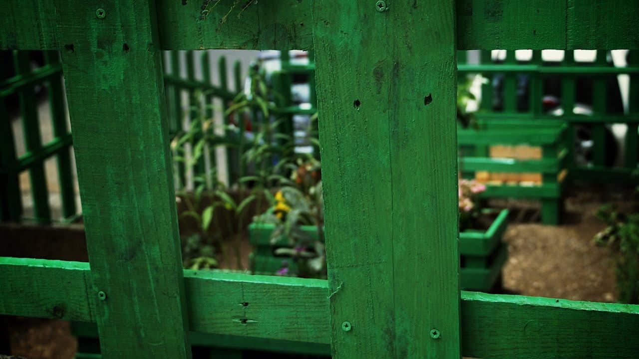Como hacer una cerca de madera con palets reciclados  YouTube