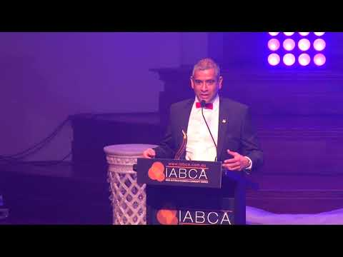 Business Leader of the Year (Male) presented by Sheba Nandkeolyar, AIBC