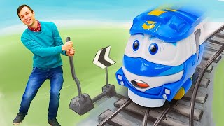 Роботы поезда - веселые игрушки для детей. Макси хочет стать супергероем! Классные игры детям.