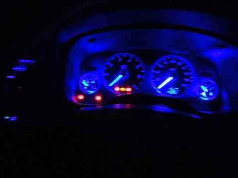 Салон автомобиля Opel Astra G ночью