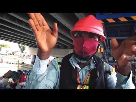 Pose de fourreaux sous le 3e pont de Cotonou - construction de lignes électriques