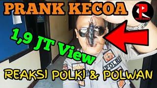 """Download Video PRANK.!! EKSPRESI/REAKSI BAPAK POLISI DAN IBU POLWAN KETIKA MELIHAT """"KECOA"""" (POLISI JUGA MANUSIA) MP3 3GP MP4"""