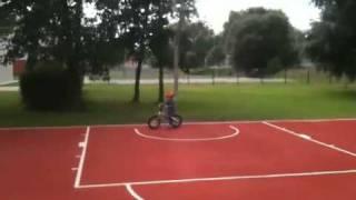 Laufrad BMW kidsbike in Action(Kind fährt mit Laufrad auf Schulsportplatz in Ventspils (LV), 2011-07-17T09:43:01.000Z)