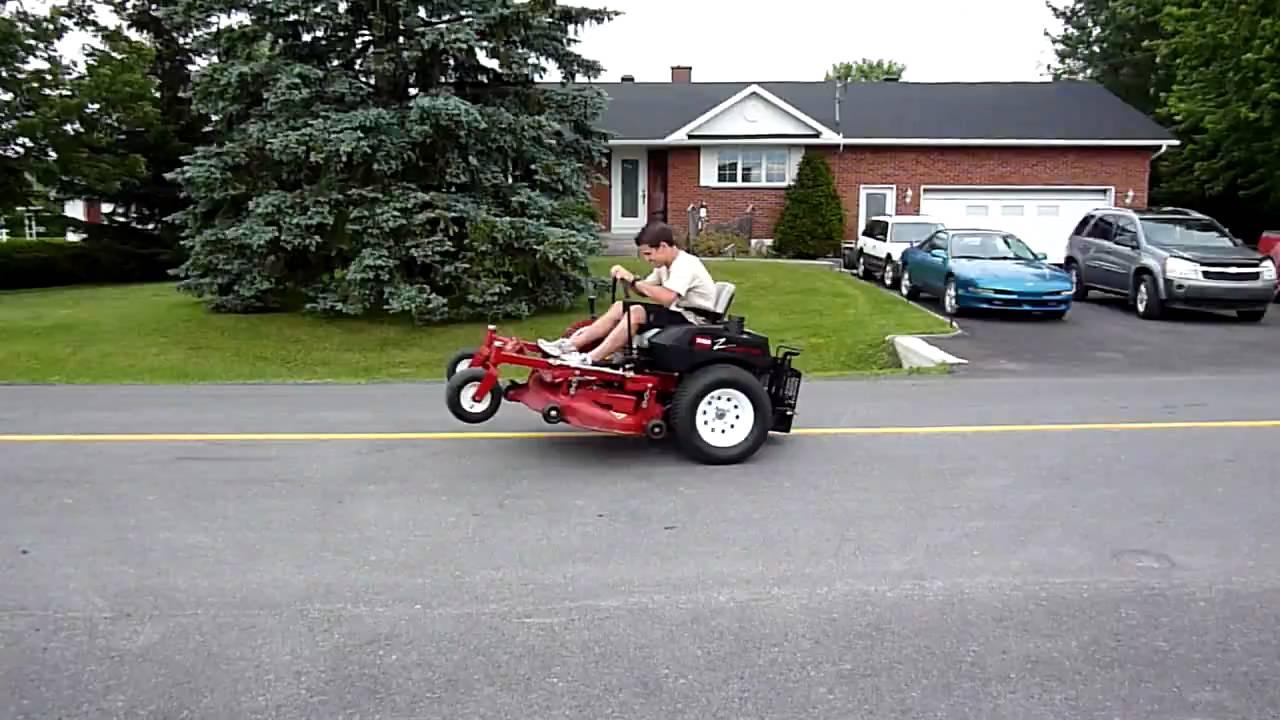 Un Mongole Sur Un Tracteur 224 Gazon Crazy Guy On A Lawn