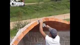 Невероятные виртуозы кладки кирпича.  Вы такого не видели. Супер строители.(Строительство домов в Броварах и Броварском районе http://cion.com.ua/ Невероятные виртуозы кладки кирпича. Вы..., 2015-01-23T16:14:07.000Z)