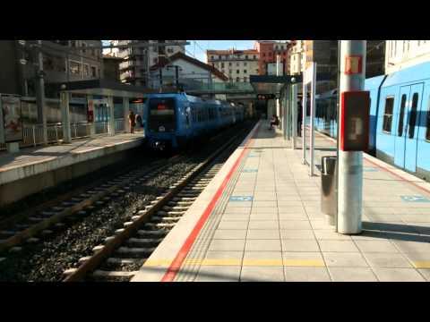 Euskotren 2015 UT204 saliendo de Eibar hacia Ermua