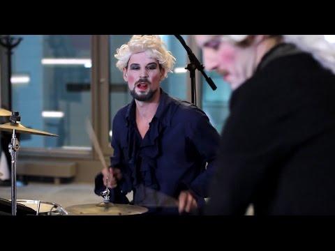 Johann Sebastian Bass mit Heavy Lipstick im STANDARD Player