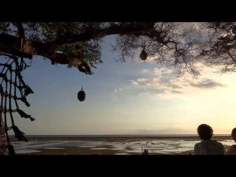 Gilli Trawangan - Ombak Sunset, Vintage Casa Beach, Vegan Food at Kayu cafe, Flip flop Tree