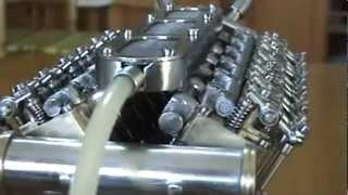 Ručná výroba mini V12 diesel motoru