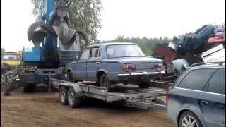 Old car gets crushed by big machine - 1080p