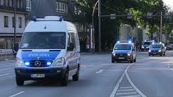 47 Polizeifahrzeuge in einem Konvoi