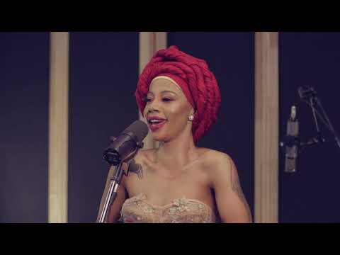 Kelly Khumalo - Kuyenyukela (Studio Session)