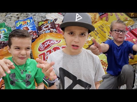🤔KIDS TRY ISRAELI FOOD FOR THE FIRST TIME 🇮🇱INTERNATIONAL SNACKS, TREATS AND CANDY 🍫