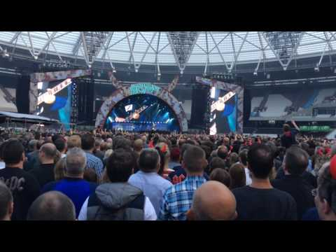 """Shoot to Thrill' – AC/DC w Axl Rose – Live in London – 4 Jun 16 – HD Audio"