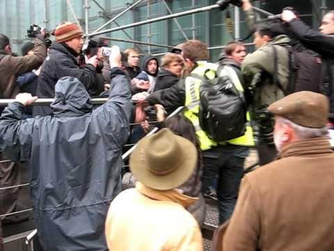 TAK  aangevallen tijdens SHAME betoging - bijna ontsnapt