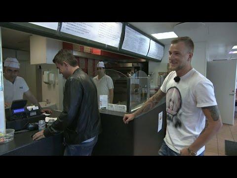 John Guidetti bjuder Patrick Ekwall på kebab i Rissne - TV4 Sport