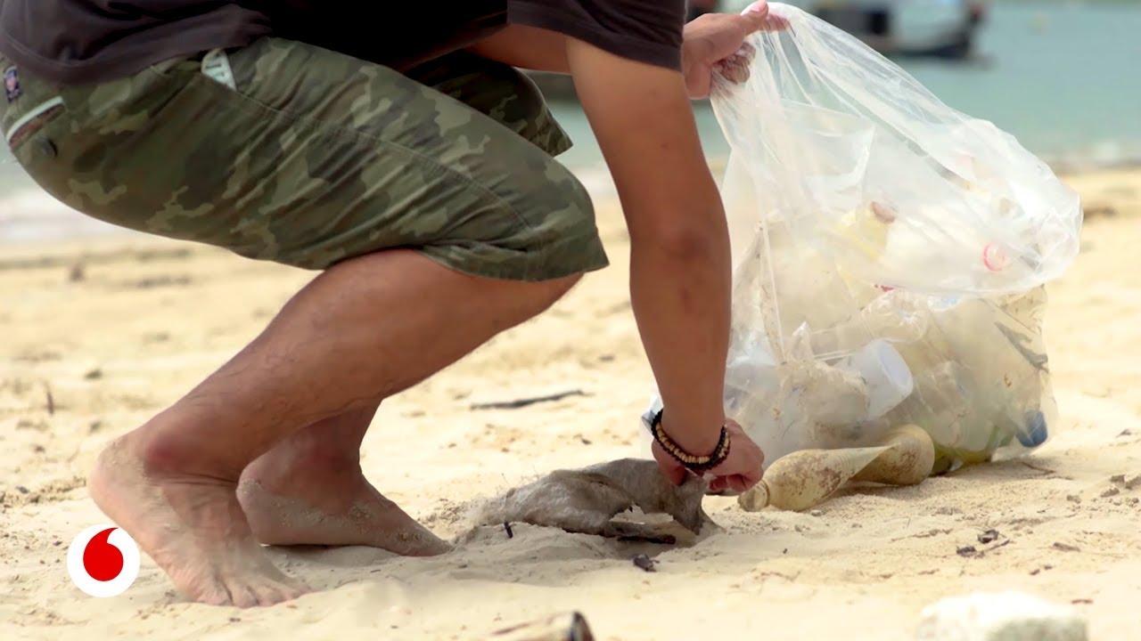 Ropa hecha de basura para limpiar los océanos de plásticos