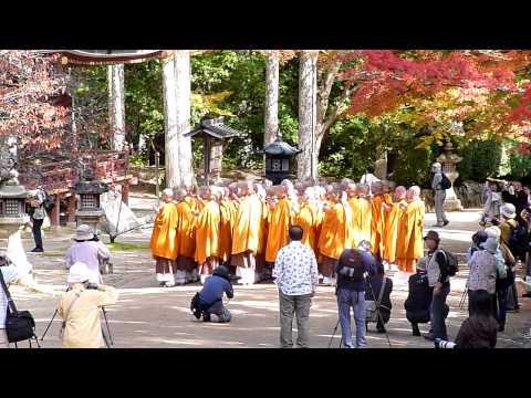 高野山で見た修行僧(monks practicing asceticism at Mt. Koyasan) November 4th, 2011
