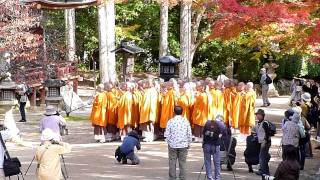 高野山で見た修行僧(monks practicing asceticism at Mt. Koyasan) November 4th, 2011
