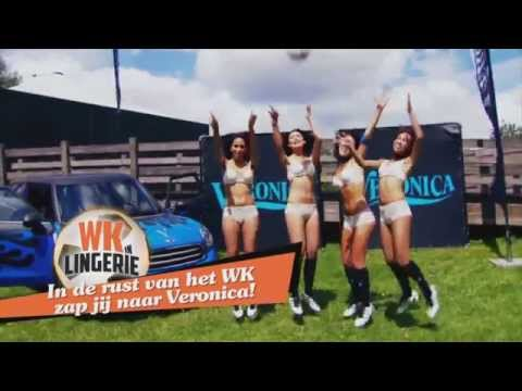 Andy is behulpzaam | WK in lingerie 2014 (referee helps the girls | World Cup in Lingerie 2014)