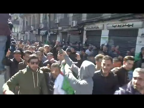 حزب الرئيس بوتفليقة يدعم مطالب التغيير في الجزائر لكن -بالحوار-  - نشر قبل 4 ساعة
