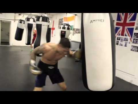 UNDEFEATED PROSPECT BEN 'THE SENSATION' HALL WORKS THE HEAVY BAG @ SIMSY'S GYM (TRAINING FOOTAGE)