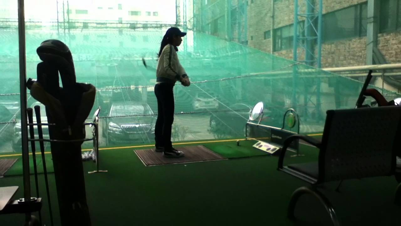Driving range korean style youtube for Verlichte driving range